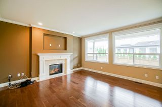 Photo 5: 8075 210 Street in Langley: Willoughby Heights House for sale : MLS®# R2490192