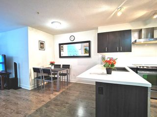 """Photo 3: 216 500 ROYAL Avenue in New Westminster: Downtown NW Condo for sale in """"DOMINION"""" : MLS®# R2502994"""