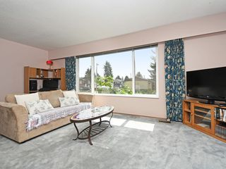 Photo 2: 2111 CENTENNIAL Avenue in Port Coquitlam: Glenwood PQ House for sale : MLS®# R2399551