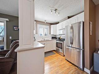 Photo 3: 112 20 COUNTRY HILLS View NW in Calgary: Country Hills Apartment for sale : MLS®# C4282333