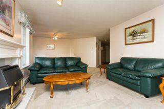 """Photo 5: 114 5375 205 Street in Langley: Langley City Condo for sale in """"Glenmont Park"""" : MLS®# R2461210"""