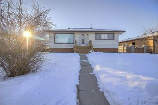Main Photo: 49 Montrose Crescent NE in Calgary: Winston Heights/Mountview Detached for sale : MLS®# A1058784