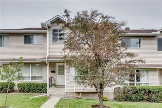 Photo 2: 113 WOODSMAN Lane SW in Calgary: Woodbine Row/Townhouse for sale : MLS®# C4259264