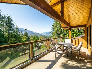 Photo 5: 40543 THUNDERBIRD Ridge in Squamish: Garibaldi Highlands House for sale : MLS®# R2404519