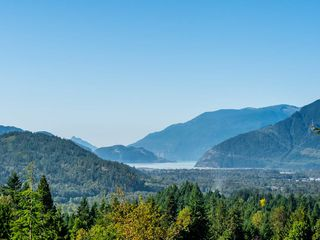Photo 4: 40543 THUNDERBIRD Ridge in Squamish: Garibaldi Highlands House for sale : MLS®# R2404519
