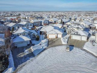 Photo 3: 16216 63 Street in Edmonton: Zone 03 House for sale : MLS®# E4186571