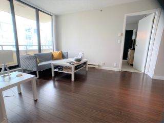 """Photo 3: 1702 789 DRAKE Street in Vancouver: Downtown VW Condo for sale in """"CENTURY TOWER"""" (Vancouver West)  : MLS®# R2471866"""