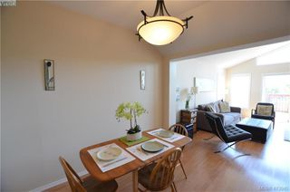 Photo 5: 569 Leaside Avenue in VICTORIA: SW Glanford Single Family Detached for sale (Saanich West)  : MLS®# 413940