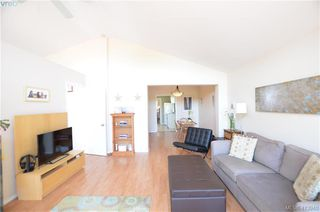 Photo 4: 569 Leaside Ave in VICTORIA: SW Glanford Single Family Detached for sale (Saanich West)  : MLS®# 820971