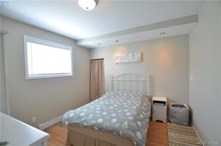 Photo 11: 569 Leaside Avenue in VICTORIA: SW Glanford Single Family Detached for sale (Saanich West)  : MLS®# 413940