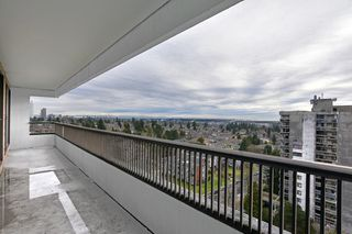 "Photo 1: 1406 6595 WILLINGDON Avenue in Burnaby: Metrotown Condo for sale in ""Huntley Manor"" (Burnaby South)  : MLS®# R2432470"