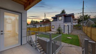 Photo 2: 2032 E 22ND Avenue in Vancouver: Victoria VE House for sale (Vancouver East)  : MLS®# R2412522