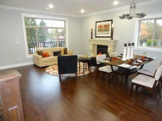 """Photo 2: 4812 DUMFRIES Street in Vancouver: Knight House for sale in """"KNIGHT"""" (Vancouver East)  : MLS®# R2422045"""