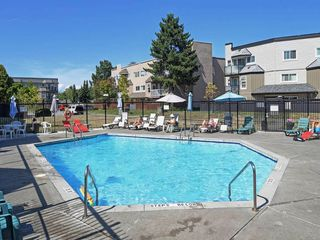 """Photo 16: 119 1850 E SOUTHMERE Crescent in Surrey: Sunnyside Park Surrey Condo for sale in """"SOUTHMERE PLACE"""" (South Surrey White Rock)  : MLS®# R2465271"""