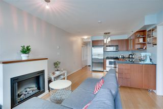 """Photo 7: 907 822 SEYMOUR Street in Vancouver: Downtown VW Condo for sale in """"L'ARIA"""" (Vancouver West)  : MLS®# R2507160"""