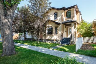Main Photo: 812 17 Avenue NW in Calgary: Mount Pleasant Detached for sale : MLS®# A1010765