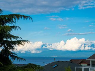 Photo 2: 5168 Coach House Dr in : Na North Nanaimo House for sale (Nanaimo)  : MLS®# 855607