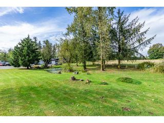 Photo 3: 26915 48 Avenue in Langley: Salmon River House for sale : MLS®# R2501939