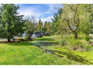Photo 2: 26915 48 Avenue in Langley: Salmon River House for sale : MLS®# R2501939