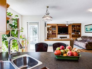 Photo 12: 48 VALLEY MEADOW Close NW in Calgary: Valley Ridge Detached for sale : MLS®# A1037386
