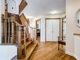 Photo 3: 48 VALLEY MEADOW Close NW in Calgary: Valley Ridge Detached for sale : MLS®# A1037386