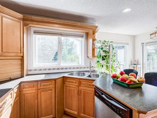 Photo 13: 48 VALLEY MEADOW Close NW in Calgary: Valley Ridge Detached for sale : MLS®# A1037386