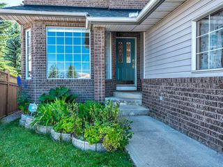 Photo 2: 48 VALLEY MEADOW Close NW in Calgary: Valley Ridge Detached for sale : MLS®# A1037386