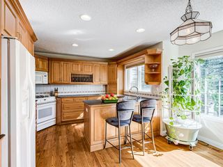 Photo 9: 48 VALLEY MEADOW Close NW in Calgary: Valley Ridge Detached for sale : MLS®# A1037386