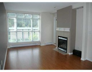 "Photo 2: 417 3122 ST JOHNS ST in Port Moody: Port Moody Centre Condo for sale in ""SONRISA"" : MLS®# V589277"