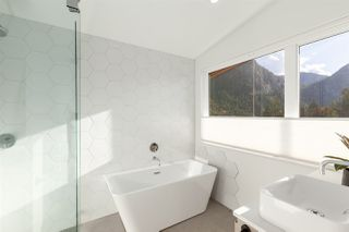 """Photo 18: 2255 WINDSAIL Place in Squamish: Plateau House for sale in """"CRUMPIT WOODS"""" : MLS®# R2514390"""