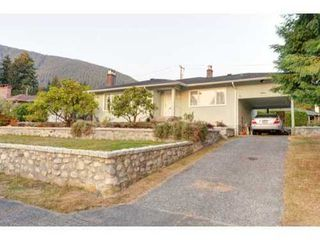Photo 2: 4462 HIGHLAND Blvd in North Vancouver: Home for sale : MLS®# V973251
