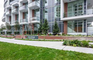 "Photo 3: 3304 13308 CENTRAL Avenue in Surrey: Whalley Condo for sale in ""Evolve"" (North Surrey)  : MLS®# R2452508"