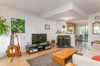 Photo 4: 163 W 20TH Street in North Vancouver: Central Lonsdale Townhouse for sale : MLS®# R2485708