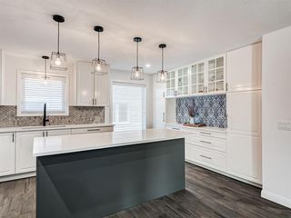 Photo 2: 171 Woodstock Place SW in Calgary: Woodlands Detached for sale : MLS®# A1047853