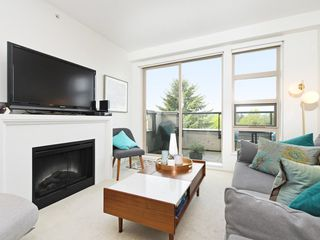 "Photo 1: 406 4550 FRASER Street in Vancouver: Fraser VE Condo for sale in ""Century"" (Vancouver East)  : MLS®# R2394359"