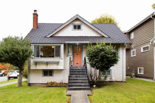 Photo 2: 2995 W 14TH Avenue in Vancouver: Kitsilano House for sale (Vancouver West)  : MLS®# R2410721