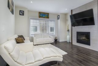 "Photo 5: 30 6971 122 Street in Surrey: West Newton Townhouse for sale in ""Aura"" : MLS®# R2440521"