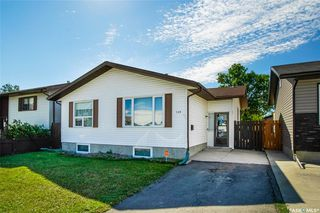 Photo 1: 139 Whelan Crescent in Saskatoon: Confederation Park Residential for sale : MLS®# SK825722