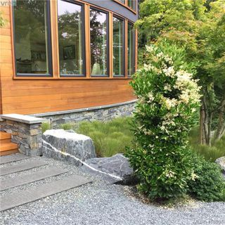 Photo 3: 1680 Hedgerow Place in NORTH SAANICH: NS Lands End Single Family Detached for sale (North Saanich)  : MLS®# 413867