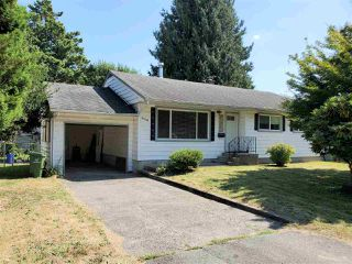 Photo 1: 9740 CARLETON Street in Chilliwack: Chilliwack E Young-Yale House for sale : MLS®# R2492691