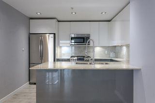 """Photo 5: 2504 280 ROSS Drive in New Westminster: Fraserview NW Condo for sale in """"CARLYLE"""" : MLS®# R2423975"""