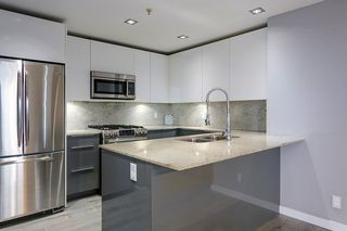 "Photo 6: 2504 280 ROSS Drive in New Westminster: Fraserview NW Condo for sale in ""CARLYLE"" : MLS®# R2423975"