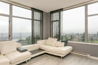 "Photo 3: 2504 280 ROSS Drive in New Westminster: Fraserview NW Condo for sale in ""CARLYLE"" : MLS®# R2423975"