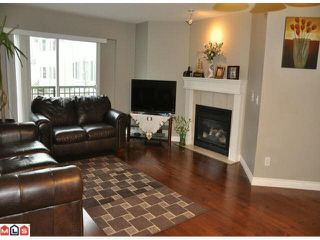 """Photo 3: 35 15450 101A Avenue in Surrey: Guildford Townhouse for sale in """"CANTERBURY"""" (North Surrey)  : MLS®# R2429895"""