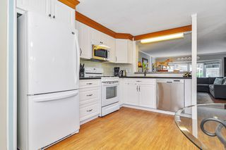 """Photo 8: 66 2270 196 Street in Langley: Brookswood Langley Manufactured Home for sale in """"Pineridge Park"""" : MLS®# R2459842"""