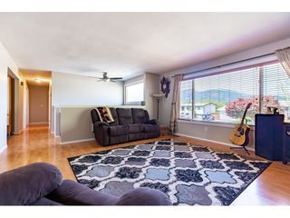 Photo 3: 46108 CLARE Avenue in Chilliwack: Fairfield Island House for sale : MLS®# R2483715