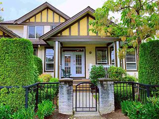 Photo 2: 8 8250 158 Street in Surrey: Fleetwood Tynehead Townhouse for sale : MLS®# R2497169