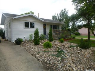 Photo 1: 702 702 101st Avenue in Tisdale: Residential for sale : MLS®# SK821040
