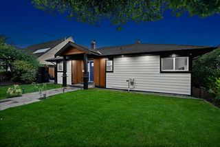Photo 2: 1550 KINGS Avenue in West Vancouver: Ambleside House for sale : MLS®# R2501875