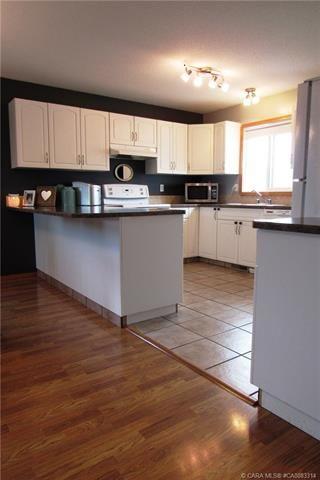 Photo 5: 6813 40 Avenue Close: Camrose House for sale : MLS®# E4196392